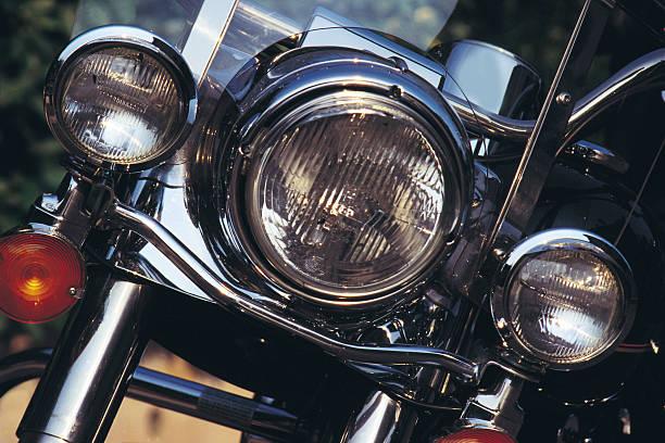 front of a motorcycle:スマホ壁紙(壁紙.com)