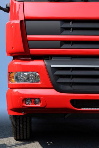 Passenger Cabin「Front of a red truck」:スマホ壁紙(11)