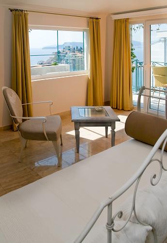 アドリア海「Lux ホテルのお部屋は、海の眺め」:スマホ壁紙(18)