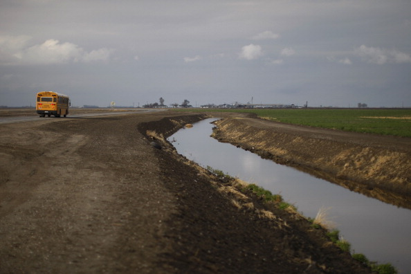 School Bus「California's Central Valley Impacted By Major Drought」:写真・画像(0)[壁紙.com]