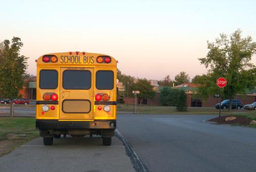 High School Student「School Bus at Dawn」:スマホ壁紙(8)