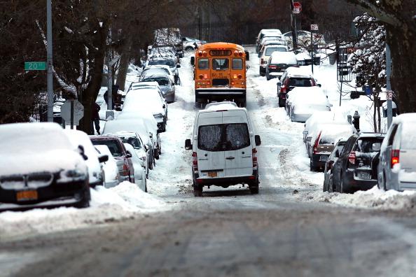 School Bus「Morning Commute In New York Hampered After Major Snowstorm」:写真・画像(13)[壁紙.com]