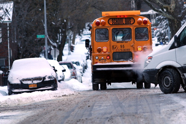 School Bus「Morning Commute In New York Hampered After Major Snowstorm」:写真・画像(14)[壁紙.com]