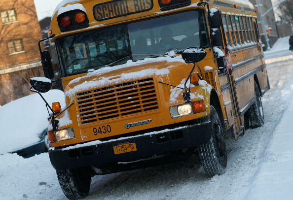 School Bus「Another Winter Storm Brings Snow To New York City」:写真・画像(16)[壁紙.com]
