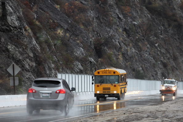 School Bus「Rain Storms Threaten Parched Southern California With Mudslides」:写真・画像(1)[壁紙.com]