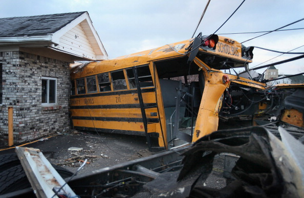 School Bus「Multiple Tornadoes Tear Through Southern Indiana」:写真・画像(7)[壁紙.com]