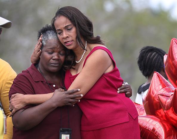 School Bus「Teachers From Marjory Stoneman Douglas High School Return After School Shooting」:写真・画像(18)[壁紙.com]