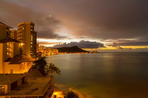 ハワイ ビーチ「Diamond Head at sunrise, Waikiki Beach, Oahu, Hawaii, USA」:スマホ壁紙(11)