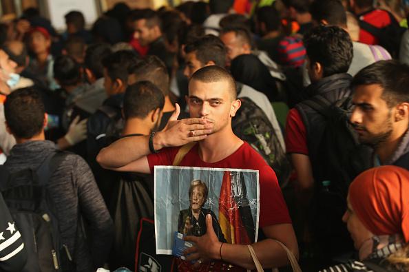 2015「Migrants Arrive In Germany Following Ordeal In Hungary」:写真・画像(2)[壁紙.com]