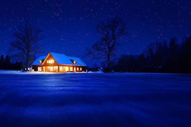 House in winter:スマホ壁紙(壁紙.com)