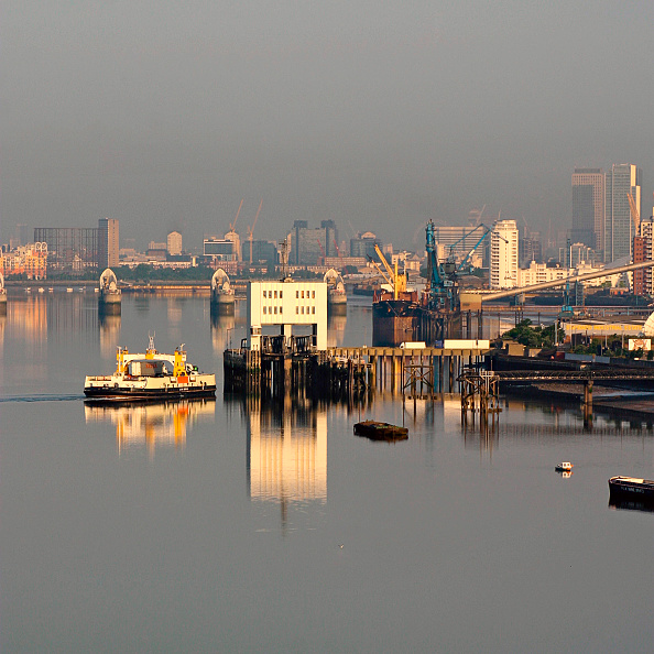Passenger Craft「The Woolwich Ferry is a service across the River Thames linking Woolwich in the London Borough of Greenwich with North Woolwich in the London Borough of Newham. It also links two ends of the inner London orbital routes: the North Circular and the South C」:写真・画像(4)[壁紙.com]