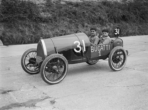 30-34 Years「Pierre de Vizcaya in his Bugatti at the JCC 200 Mile Race, Brooklands, Surrey, 1921」:写真・画像(12)[壁紙.com]