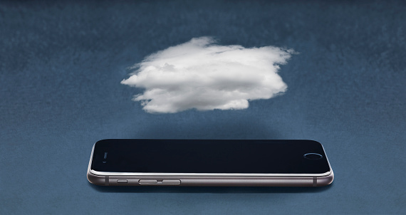 Cloud Computing「Cloud floating over cell phone」:スマホ壁紙(4)