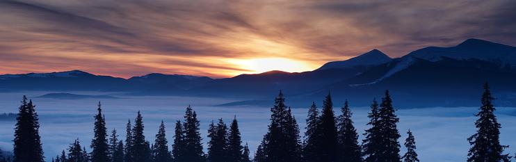 雪山「冬のパノラマに広がる風景」:スマホ壁紙(0)