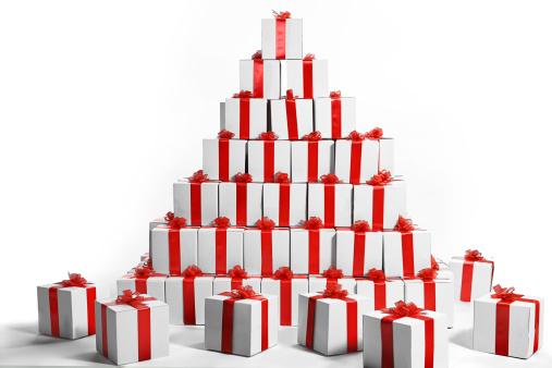 沢山の物「Stack of gift boxes wrapped with red ribbon」:スマホ壁紙(14)