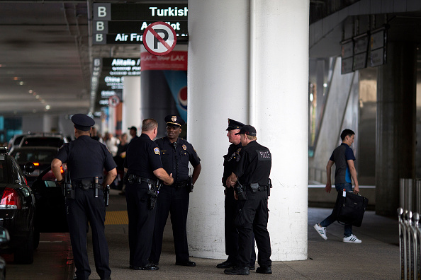 LAX Airport「Security Tightened At LAX During Busy Fourth Of July Weekend」:写真・画像(2)[壁紙.com]