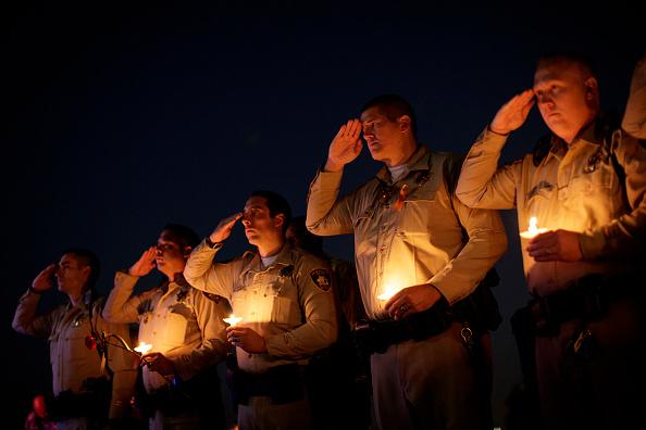 Mass Shooting「Las Vegas Cop Killed At Music Festival Massacre Remembered At Memorial Service」:写真・画像(13)[壁紙.com]