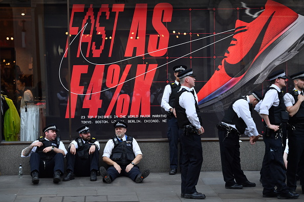 Resting「Police Evict Extinction Rebellion Protesters From Central London」:写真・画像(18)[壁紙.com]