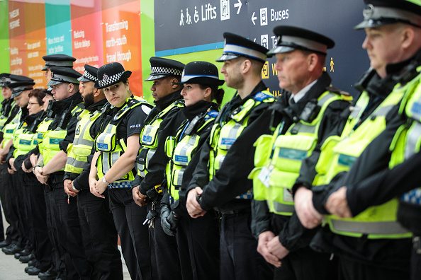 In A Row「A Minute's Silence Is Held For The Victims Of The London Bridge Terror Attack」:写真・画像(19)[壁紙.com]
