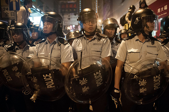 Guarding「Police Continue Efforts To Clear Hong Kong Protest Sites」:写真・画像(10)[壁紙.com]