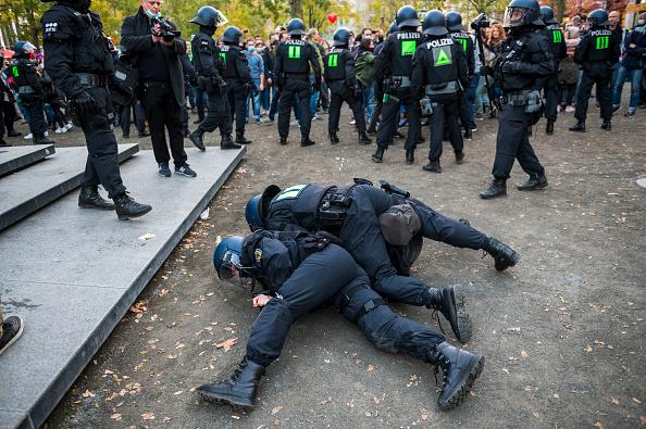 Thomas Lohnes「Querdenken Initiative Protests In Frankfurt Against Coronavirus Lockdown Measures」:写真・画像(10)[壁紙.com]