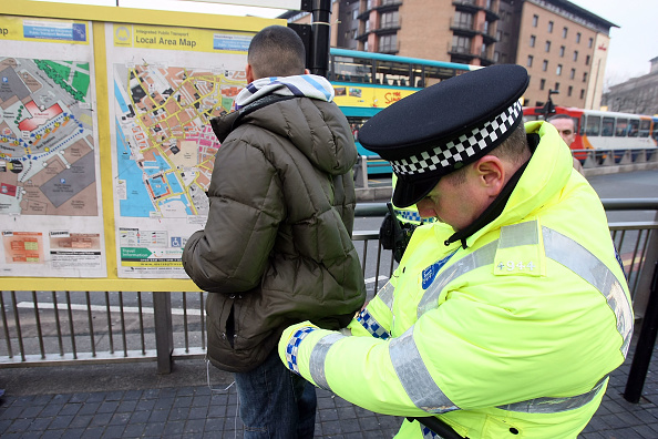 Searching「Liverpool Police Take Action Against Possible Knife Violence」:写真・画像(1)[壁紙.com]