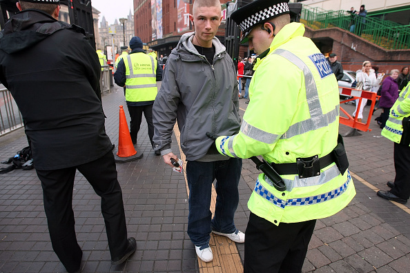 Searching「Liverpool Police Take Action Against Possible Knife Violence」:写真・画像(18)[壁紙.com]