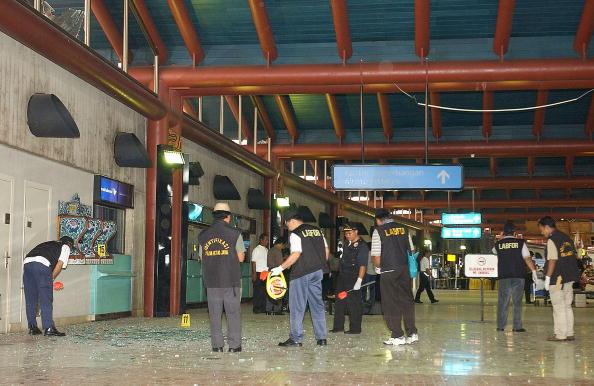 Chicken Meat「Bomb Blast At Jakarta Airport」:写真・画像(9)[壁紙.com]