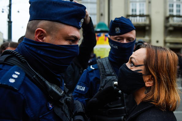 Poland「Abortion Law Contested With Protests」:写真・画像(4)[壁紙.com]