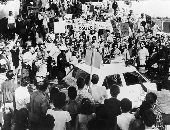 Democratic National Convention「Protestors Surround Police Car Outside 1968 Democratic National Convention」:写真・画像(1)[壁紙.com]