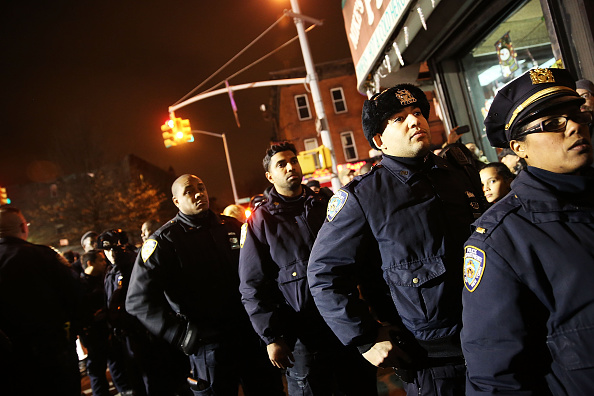 Paying「Two Cops Shot And Killed Execution Style In Brooklyn」:写真・画像(14)[壁紙.com]