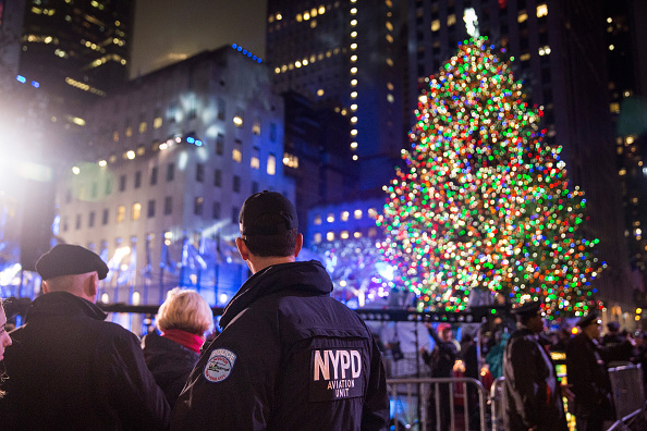 Guarding「83rd Rockefeller Center Tree Lighting 2015」:写真・画像(9)[壁紙.com]