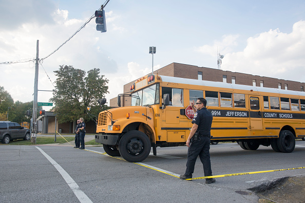 School Bus「Shooting At Fern Creek High School In Louisville, Kentucky」:写真・画像(18)[壁紙.com]
