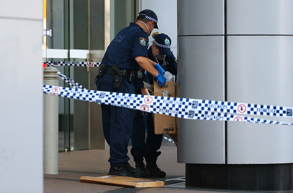 Daniel Munoz「Police Investigate Reports Of A Suspicious Package In Front Of AFP Headquarters In Sydney」:写真・画像(5)[壁紙.com]