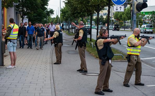 Mass Shooting「Multiple Deaths In Munich Rampage Shooting」:写真・画像(12)[壁紙.com]
