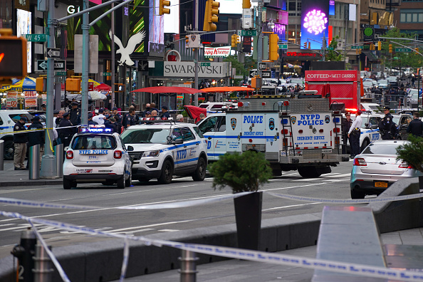 Times Square - Manhattan「Police Respond To Shooting In Times Square in New York City」:写真・画像(15)[壁紙.com]