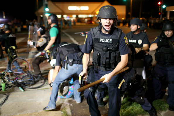 Ferguson - Missouri「National Guard Called In As Unrest Continues In Ferguson」:写真・画像(18)[壁紙.com]
