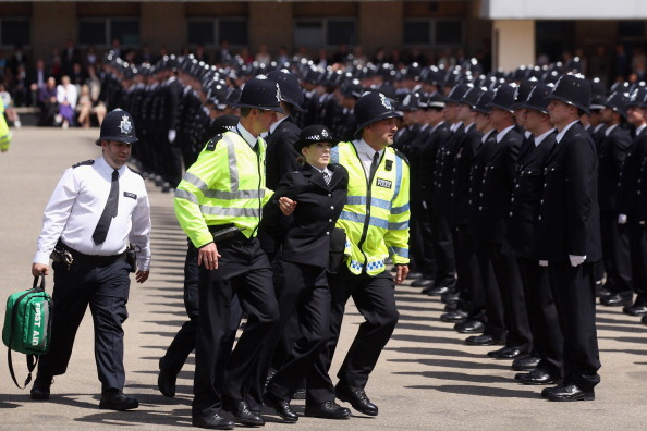 Peeling Off「Police Officers Graduate At Hendon Police Training College」:写真・画像(17)[壁紙.com]