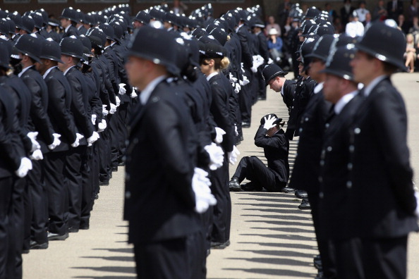 Peeling Off「Police Officers Graduate At Hendon Police Training College」:写真・画像(18)[壁紙.com]