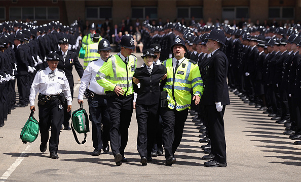 Peeling Off「Police Officers Graduate At Hendon Police Training College」:写真・画像(14)[壁紙.com]