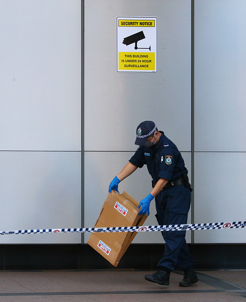 Daniel Munoz「Police Investigate Reports Of A Suspicious Package In Front Of AFP Headquarters In Sydney」:写真・画像(4)[壁紙.com]