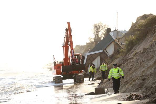 Stephen Pond「UK Hit By Severe Winds As Storm Surges Threaten Coastal Regions」:写真・画像(14)[壁紙.com]