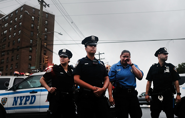 Strip Mall「Silence Peace March In The Bronx Calls For Solidarity Against Violence」:写真・画像(6)[壁紙.com]