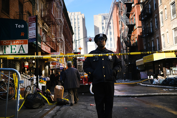 Police Force「Five Alarm Fire Damages Building In New York's Chinatown」:写真・画像(19)[壁紙.com]