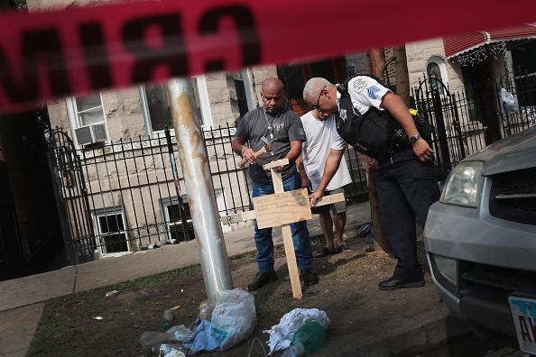 Scott Olson「Six Children Among The Dead In Overnight Chicago Building Fire」:写真・画像(1)[壁紙.com]