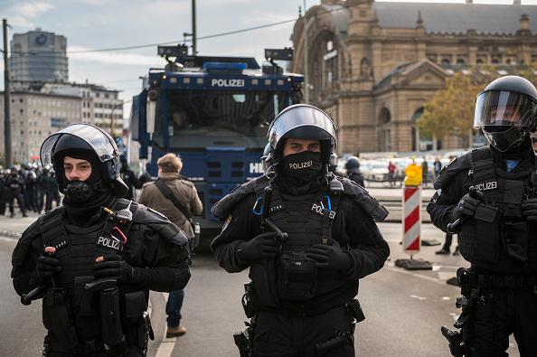 Thomas Lohnes「Querdenken Initiative Protests In Frankfurt Against Coronavirus Lockdown Measures」:写真・画像(9)[壁紙.com]