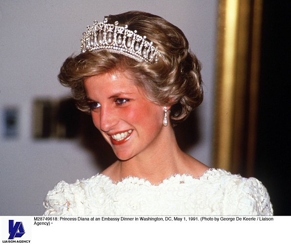 Tiara「Princess Diana at an Embassy Dinner in Washington, DC...」:写真・画像(6)[壁紙.com]