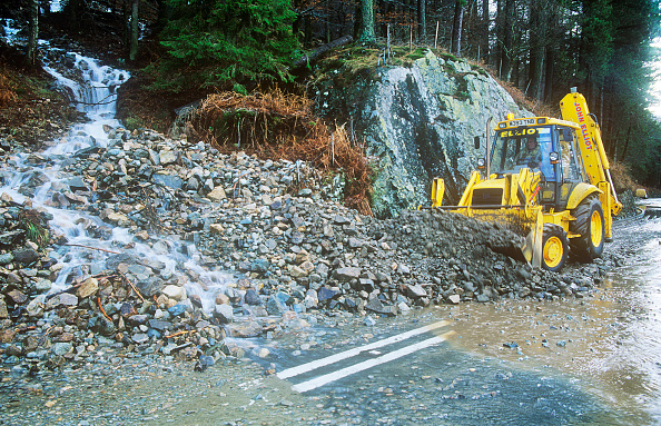 Construction Equipment「The A591 road blocked at Thirlmere by a landslide caused by extreme weather. Such extreme weather events are becoming more common as a result of climate change and leading to more damage. Lake district, UK」:写真・画像(18)[壁紙.com]