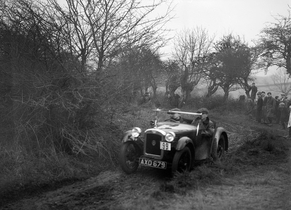 Country Road「Austin Nippy of CM Davis at the Sunbac Colmore Trial, near Winchcombe, Gloucestershire, 1934」:写真・画像(0)[壁紙.com]