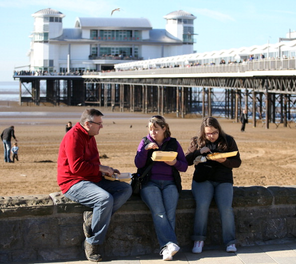 Weston-super-Mare「Revellers Flock To Brand New Weston Pier」:写真・画像(16)[壁紙.com]